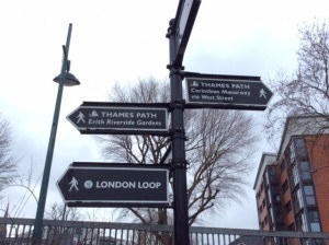 picture of thames path sign